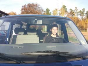 In der Pause durfte sich Max das Ganze mal vom Fahrersitz anschauen - natürlich ist Jonas gefahren.
